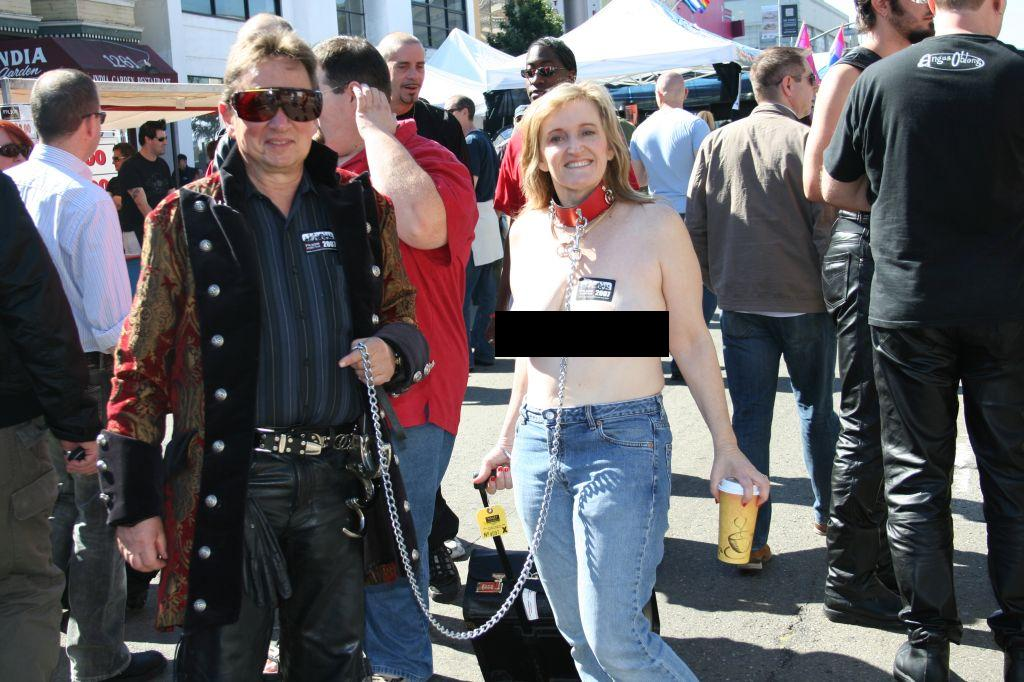 female_slave_on_dog_collar_folsom-street-fair-2007.JPG