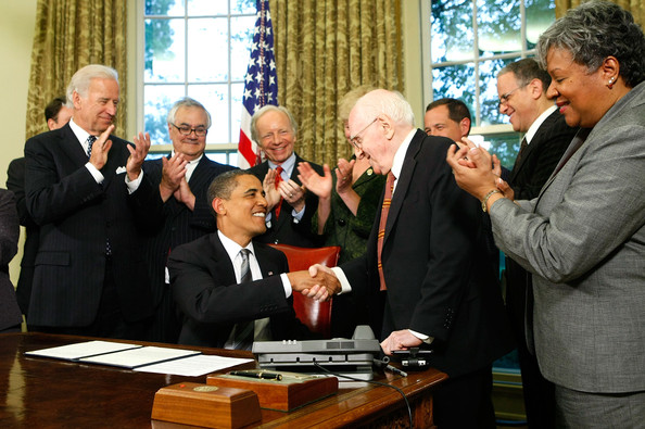 obama_gay_benefits_homosexual_activists.jpg