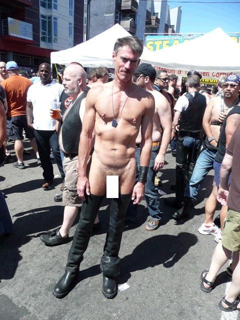 uya-2009-covered-man-fully-nude-black-boots.JPG
