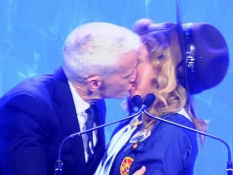 Anderson_Cooper_Kisses_Madonna_GLAAD