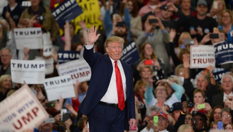 Trump_waving